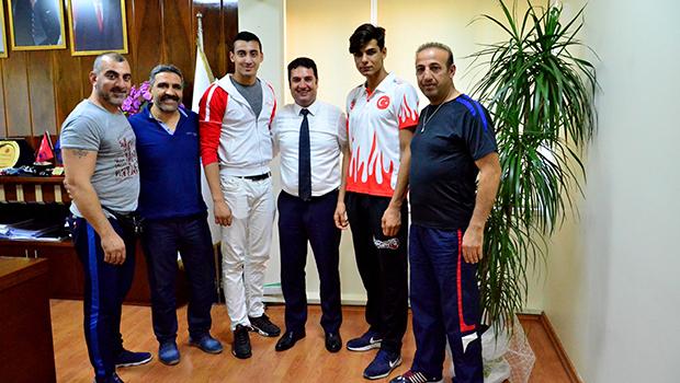 Ataşbak, Muay Thai Dünya Şampiyonasında madalya alan sporcuları kabul etti