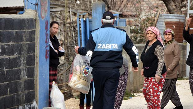 Ceyhan Belediyesi  vatandaşlara gıda malzemesi dağıttı...