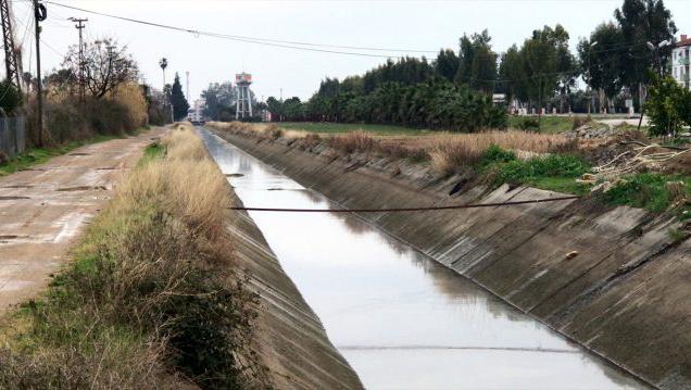 Adana'da sulama kanalında kirlilik