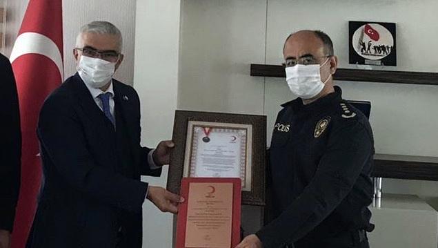Polis okulu öğrencileri Kızılay'a kan verdi...