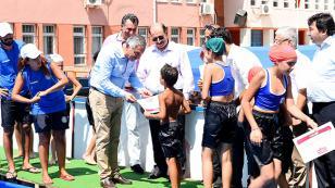 Seyhan'da 20 Havuzda 25 bin kişi yüzme öğrendi