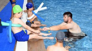 Çukurova'da engellilerde yüzüyor!