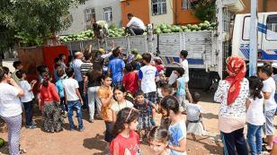 Zeydan Karalar, 50 ton karpuz dağıttı
