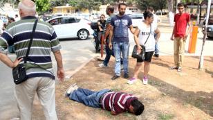 İnsanlık ölmemiş! yere yığılan hasta için vatandaşlar seferber oldu!