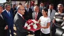 Vali Demirtaş'a çiçekli karşılama!