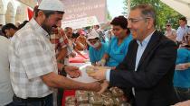 Yüreğir Belediyesi 35 bin kişiye aşure dağıttı