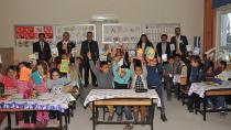 Köy çocuklarına diş taraması ve kitap yardımı