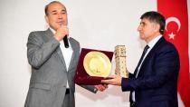 Alyılmaz, Türkiye'nin en büyük Kitap Anıtı'na hayran kaldı