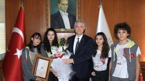 Rektör Kibar Bahçeşehir Koleji Öğrencilerini Kabul Etti...
