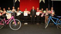 Başkan Çelikcan, Başarılı Öğrencileri Ödüllendirdi…