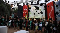 Eğitim Fakültesi 766 Öğretmen Adayını Daha Uğurladı