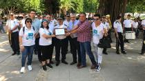 Kızılay gönüllüleri, bando eşliğinde kan bağışında bulundu