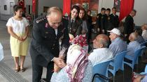 Jandarma'dan Huzurevinde Kalan Yaşlıları Ziyaret