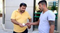 Taksi Şoförü, ATM'de Bulduğu 7 Bin 800 TL'yi Sahibine Teslim Etti