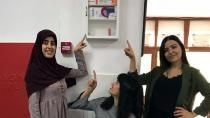 3 öğrenci, Okullara Ecza Dolabı Hediye Ettiler