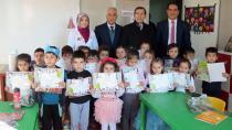 Çukurova'da 4-6 yaş Kur'an Kursu öğrencilerinin karne sevinci