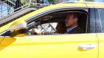 Direksiyona geçti taksicilere müjde verdi
