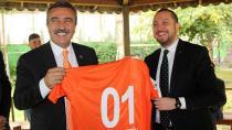 Soner Çetin, derbi öncesi Adanaspor'u ziyaret etti.