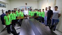 Ataşbak, Türkiye 3.sü U13 Futbol Takımını Makamında Kabul Etti