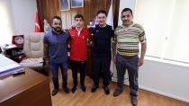 Şampiyon Güreşçiden İl Müdürü Ataşbak'a Ziyaret