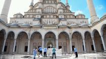Adana'da camiler ibadete hazırlandı...