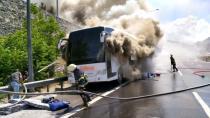 Seyir halindeki otobüs yandı...